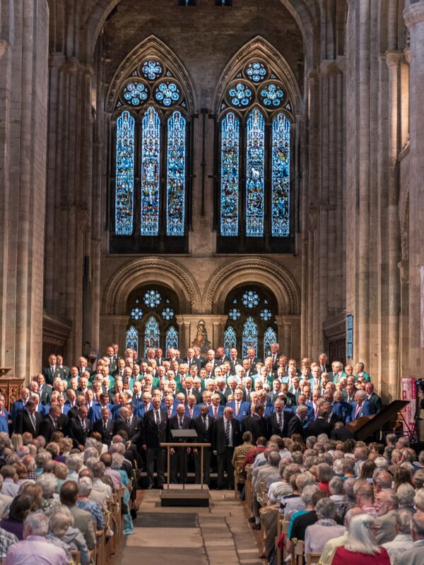 Men magnificent music Romsey Abbey